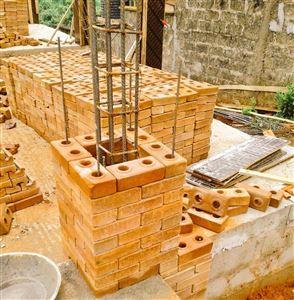 Công tác móng với ván khuôn tường xây